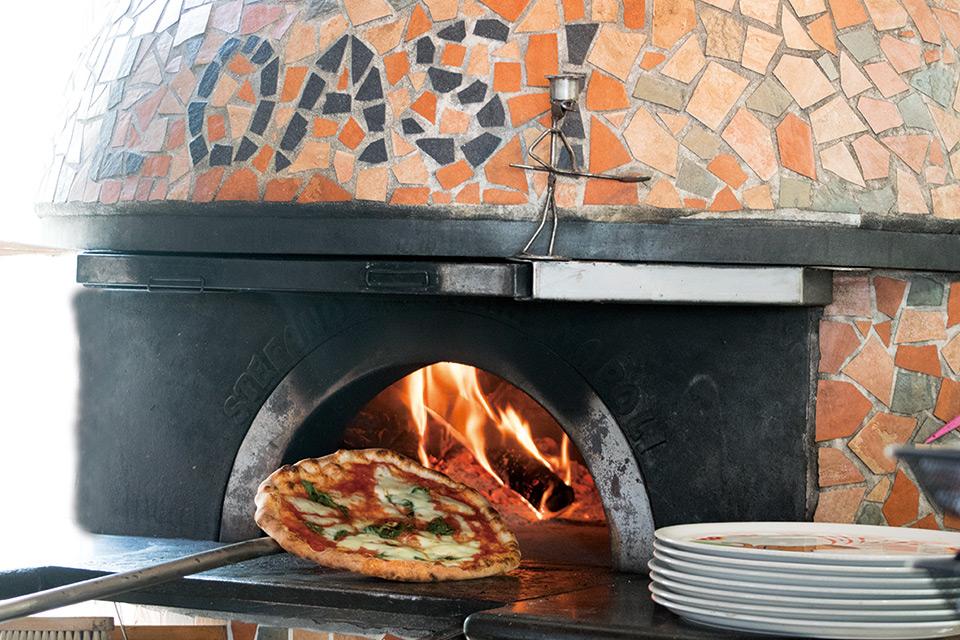 L'OASI 石窯で焼き上げるナポリピッツァ